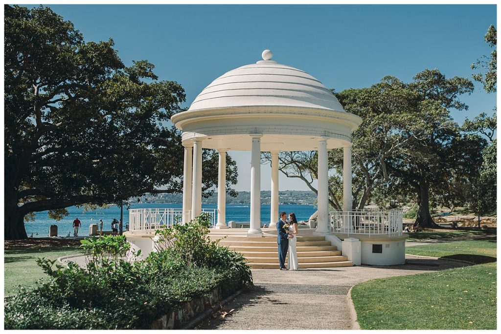 Balmoral-beach-rotunda-for-wedding-photosession-photo