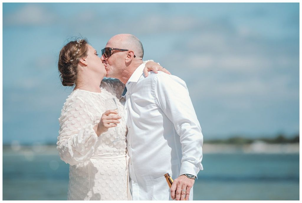 wedding-kiss-photo