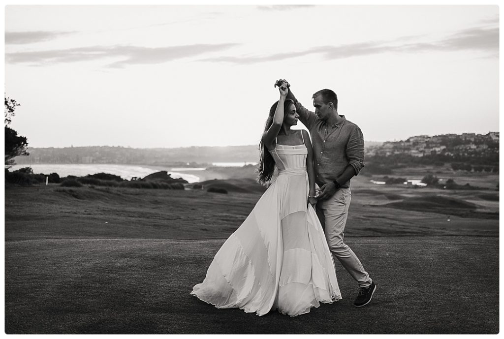 newly-married-couple-dance-on-the-lawn-photo