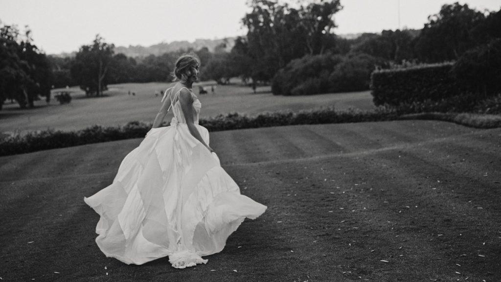 bride-dance-in-wedding-gown-video