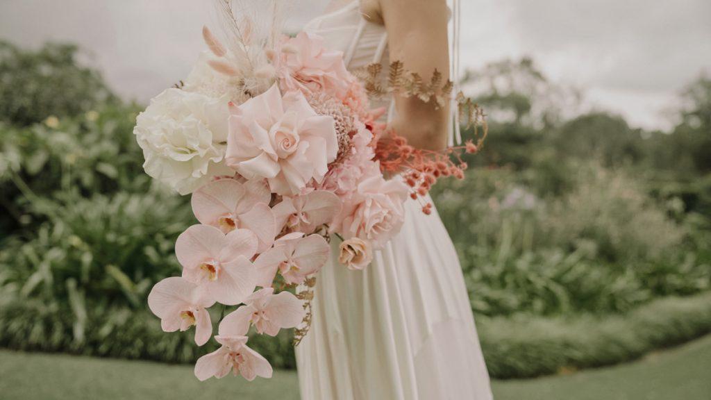 bride-holds-wedding-bouquet-video