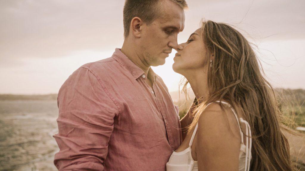 sunset-kiss-sydney-destination-wedding-cinematic-video
