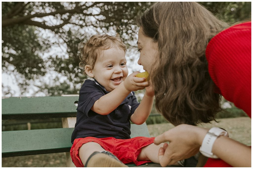 baby-eats-lemon-with-mother-photo