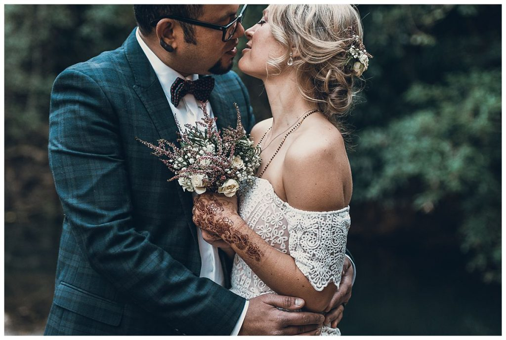 wedding-portrait-with-a kiss-photo