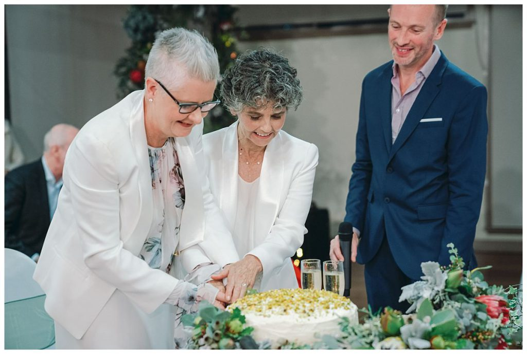 cake-cutting-wedding-photo