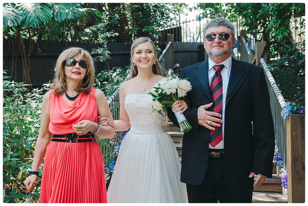 parents-led-their-daughter-to-the-wedding-ceremony-photo