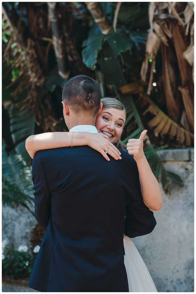 thumb-up-first-dance-at-the-wedding-photo
