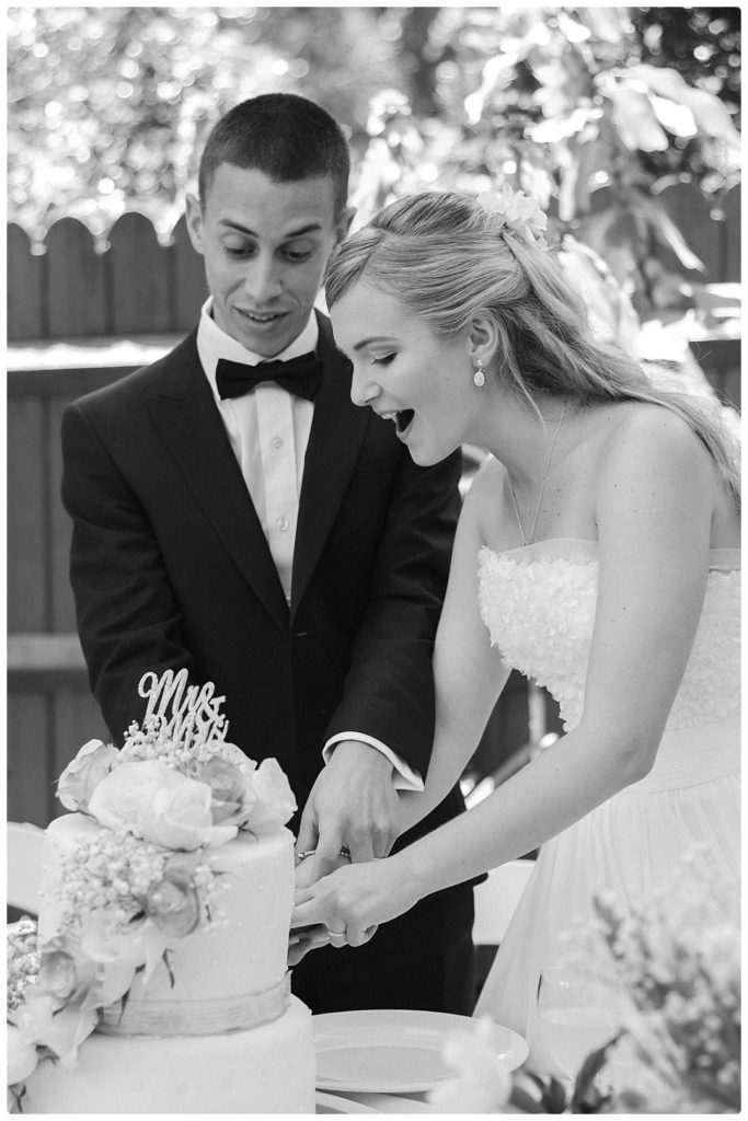 wedding-cake-cutting-photo