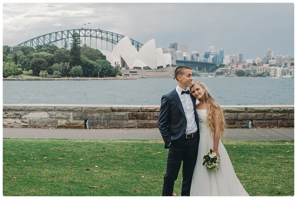 bridal-portraits-with-sydney-opera-house-and-harbour-brisge-photo