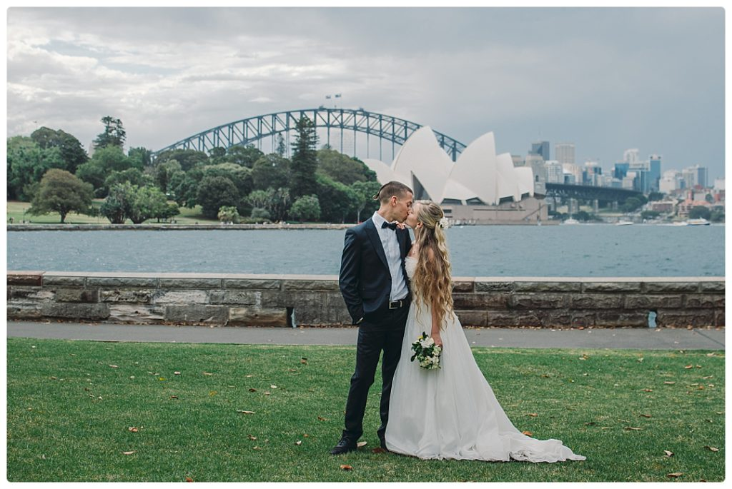 perfect-kiss-with-sydney-opera-house-photo