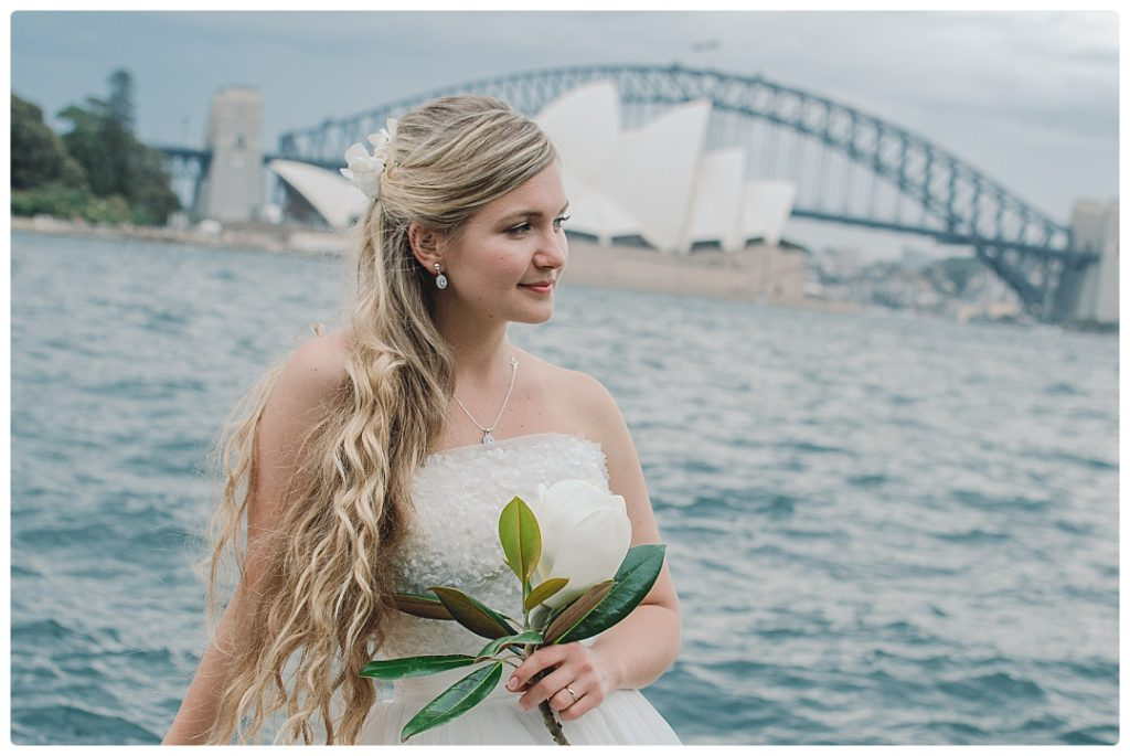 beautiful-bride-with-sydney-opera-house-photo