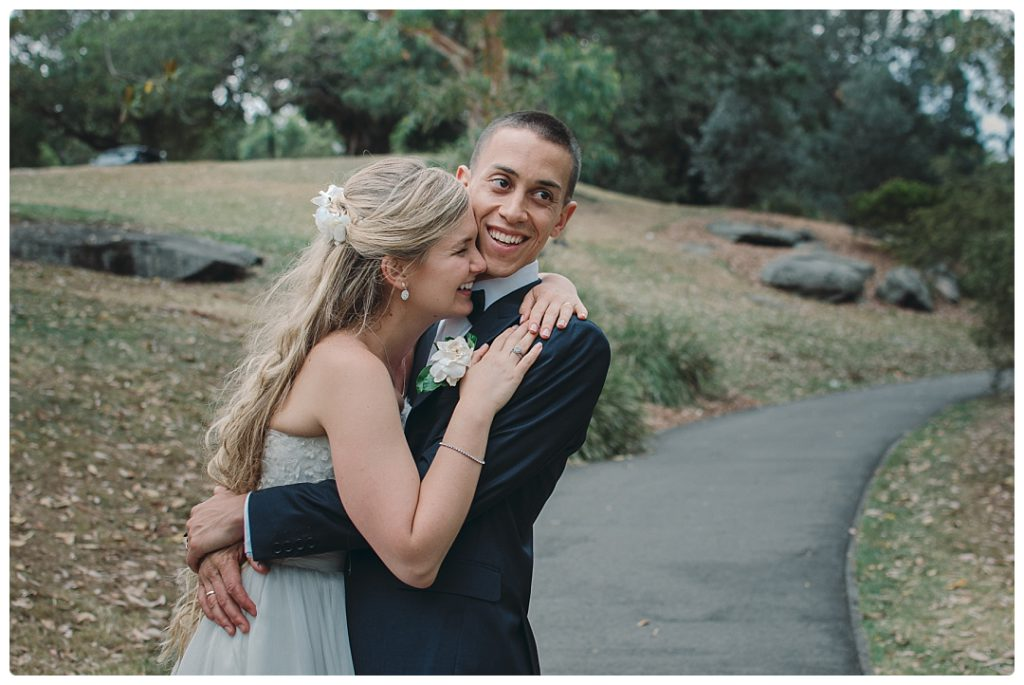 wedding-portraits-husband-and-wife-hug-photo