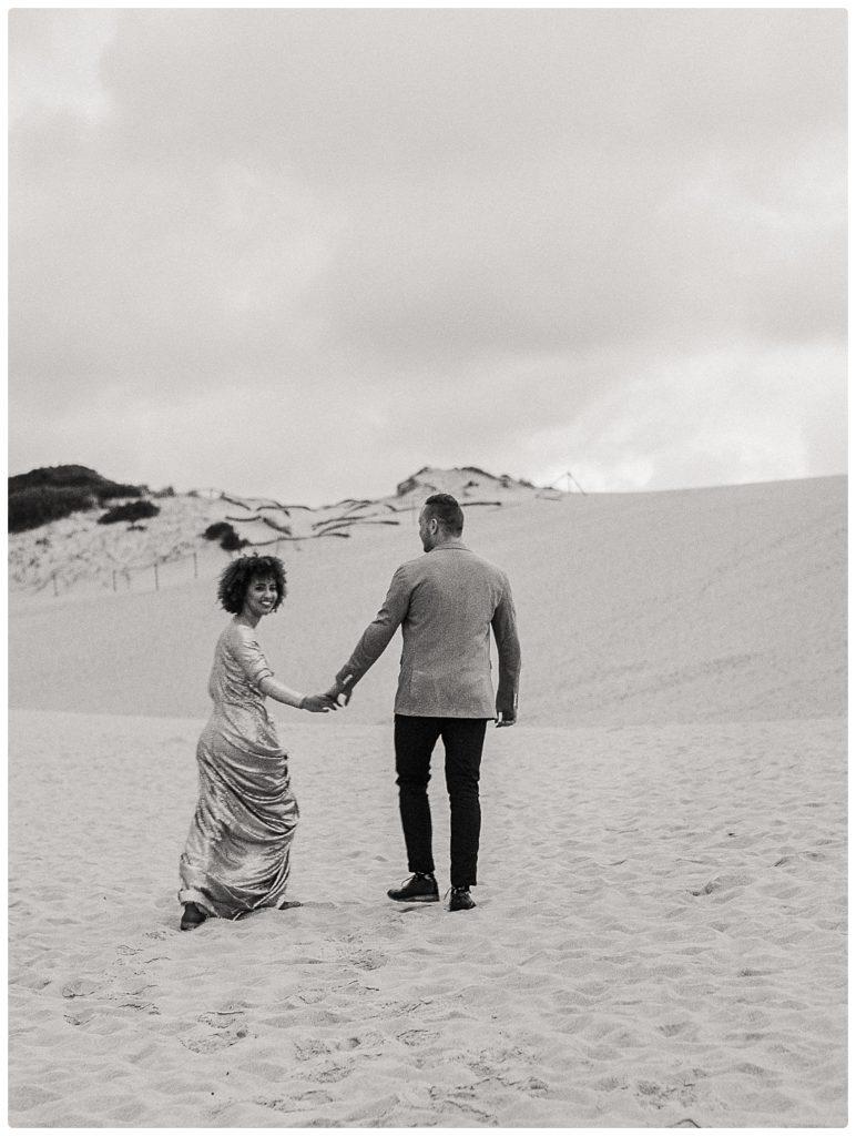walking-toghether-wedding-photo